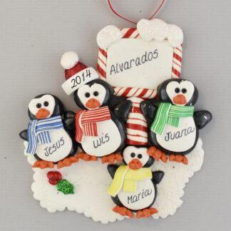 Penguin Family (4) Feliz Navidad personalized christmas Ornaments